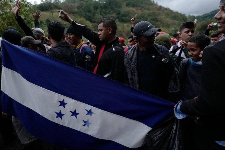 caravana de migrantes hondureños recorre Guatemala
