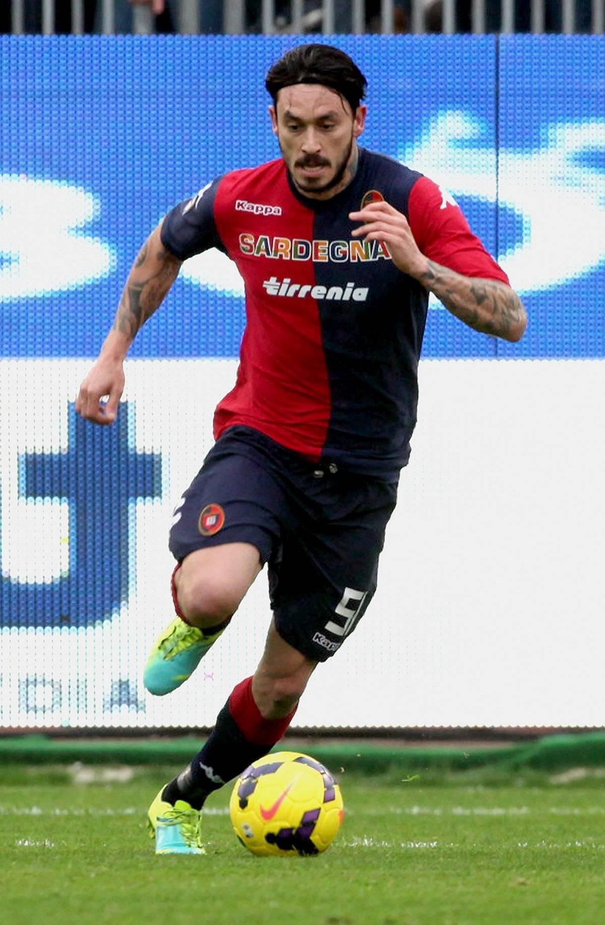 Pinilla defendiendo la camiseta del Cagliari Calcio / Getty Images