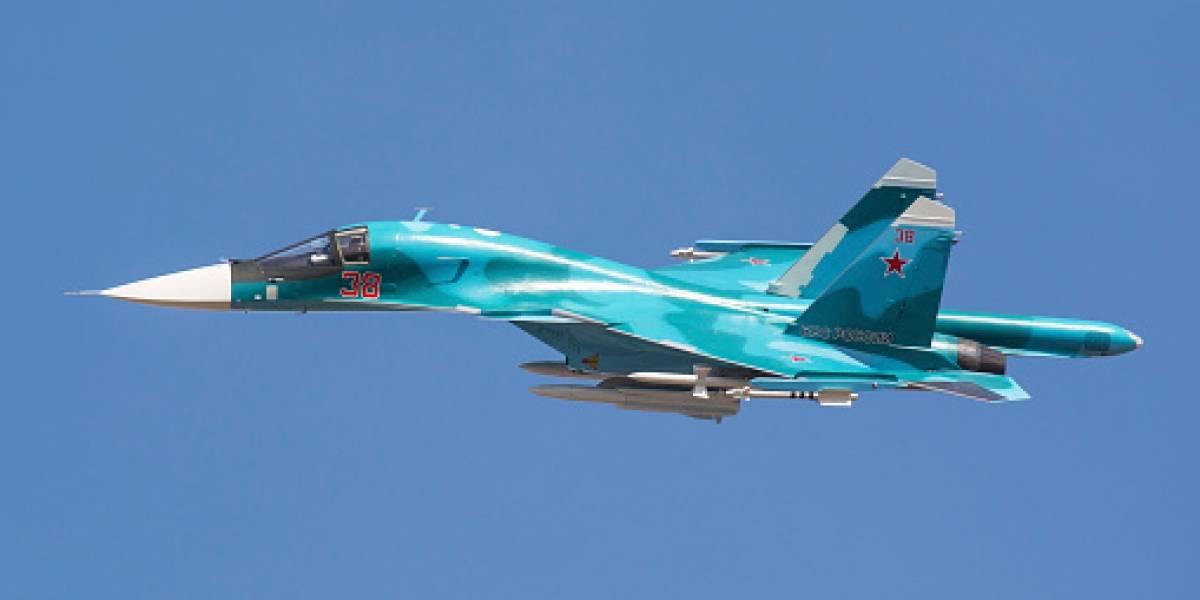 Dos aviones cazas rusos chocan en pleno vuelo sobre el mar: pilotos salvaron con vida tras salir eyectados