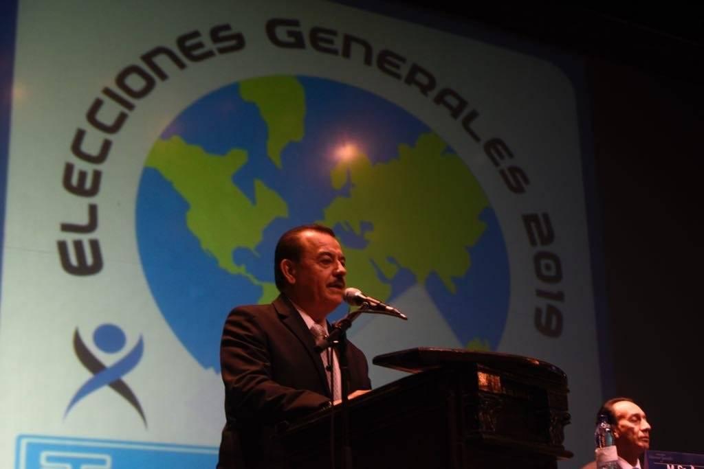 Magistrado presidente del TSE, Mario Aguilar Elizardi, hace la convocatoria a elecciones. Foto: Omar Solís