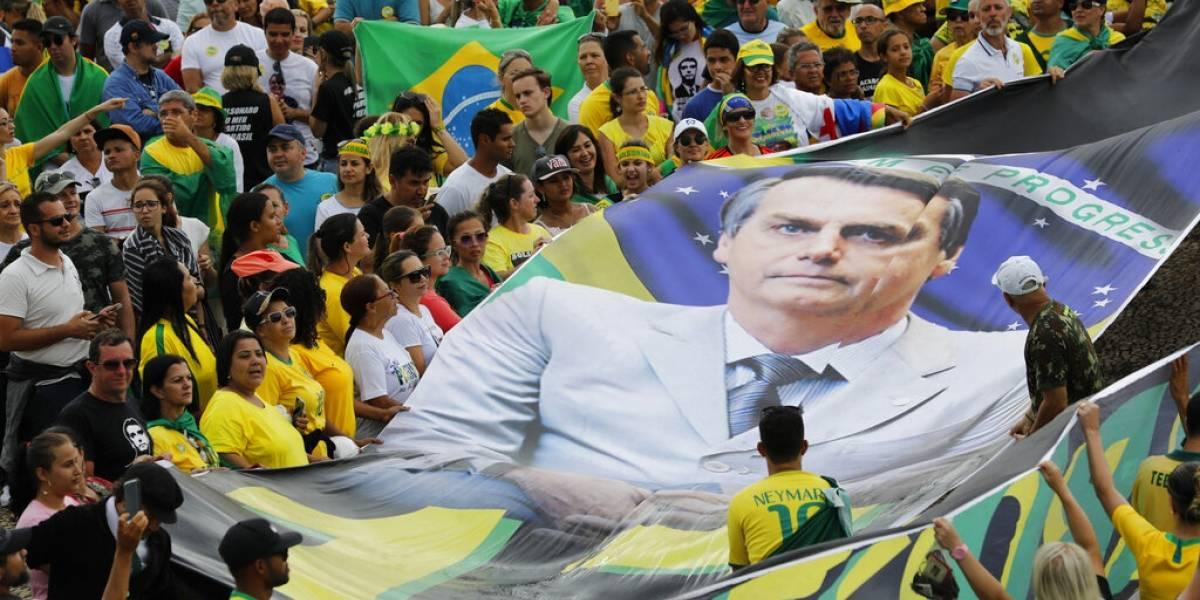 Bolsonaro e hijo son cuestionados por pagos sospechosos