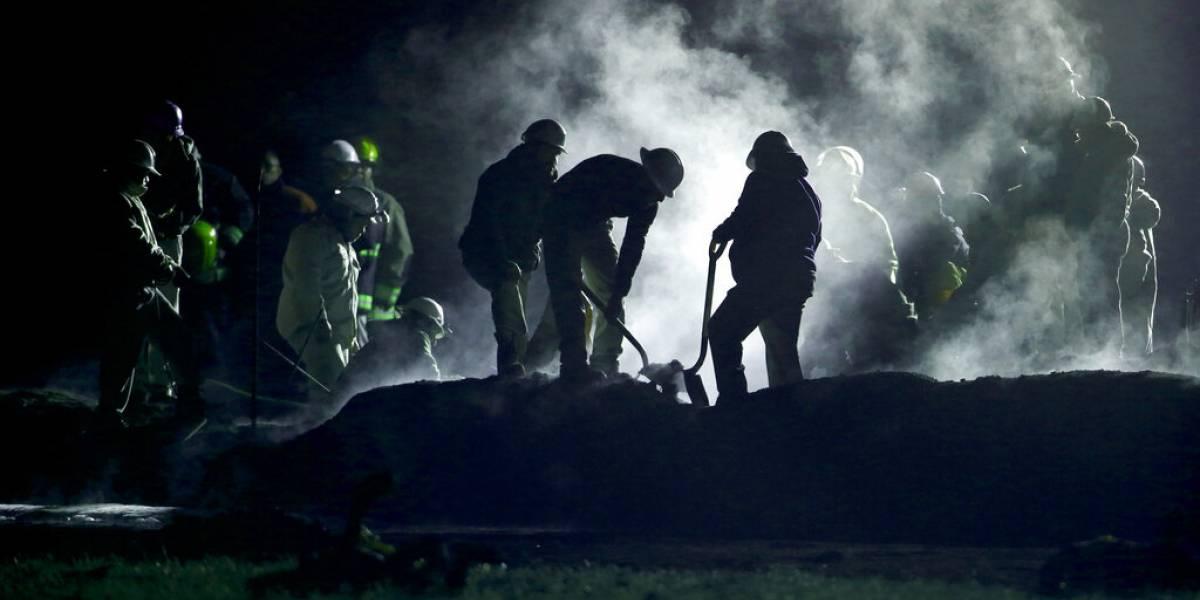 Anuncian investigación para determinar origen tras letal explosión de oleoducto en México que dejó 66 víctimas fatales