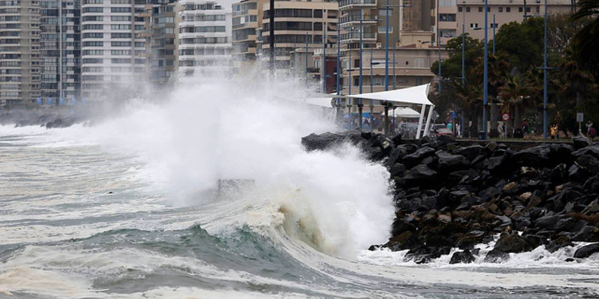Hay alerta por marejadas con olas de hasta 3,5 metros en Chile