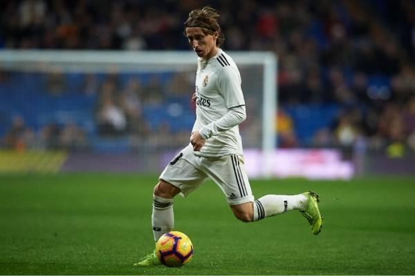 19ac81a82b931 Real Madrid vs. Sevilla  duelo clave por la Champions en el Bernabéu. Ver  Gratis Real Madrid vs Sevilla EN VIVO ONLINE ...