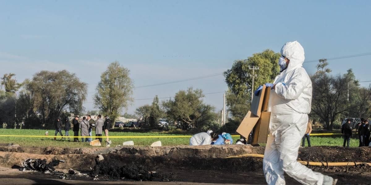 Suben a 71 muertos por explosión de ducto de gasolina en México