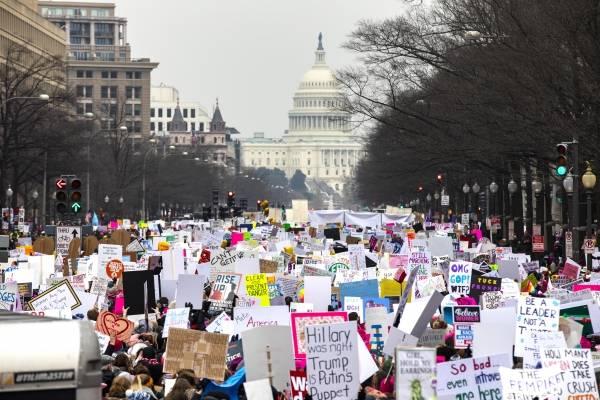 EE.UU: Mujeres salen a marchar a favor de sus derecho y en contra de Donald Trump