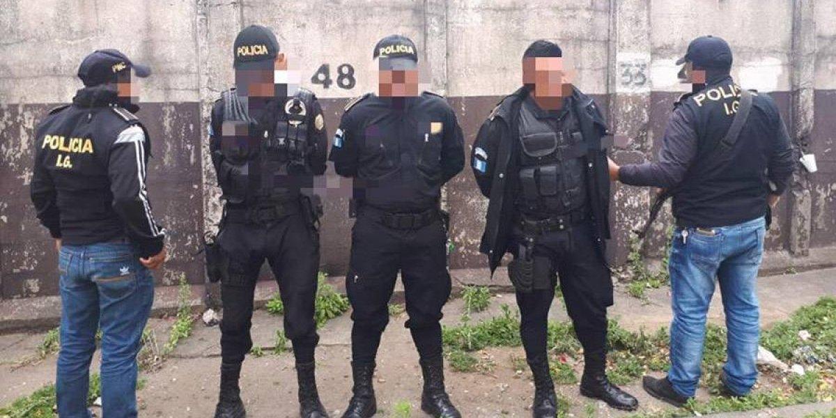 Capturan a tres agentes PNC que exigían Q4 mil a víctima