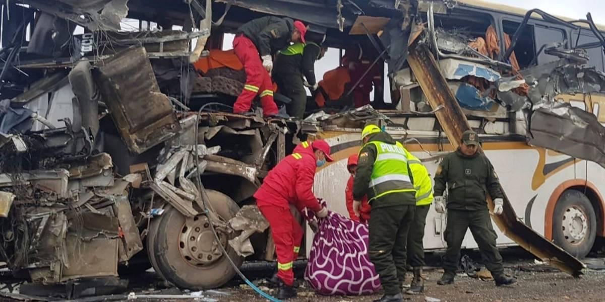Colisão entre ônibus mata 22 e deixa 37 feridos na Bolívia