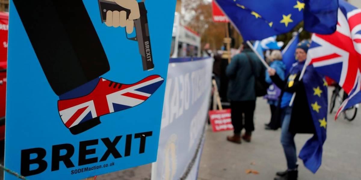 Brexit aún sin pie ni cabeza: parlamento británico aplaza salida y rechaza nuevo referendo