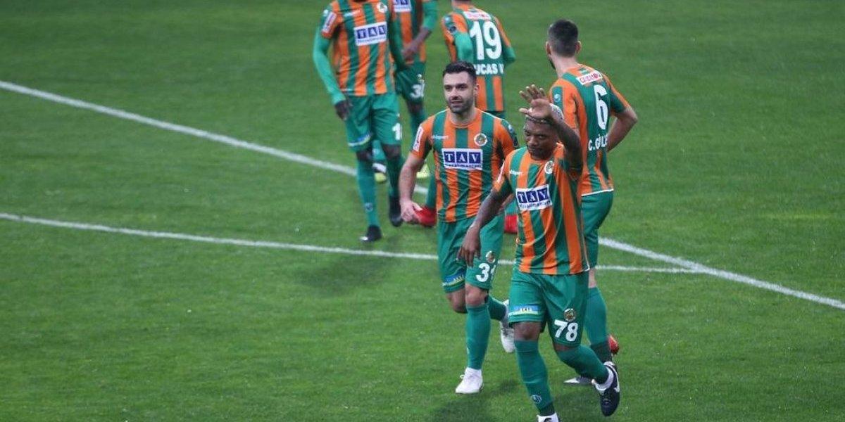 Lo mira Reinaldo Rueda: Junior Fernandes anotó en victoria del Alanyaspor