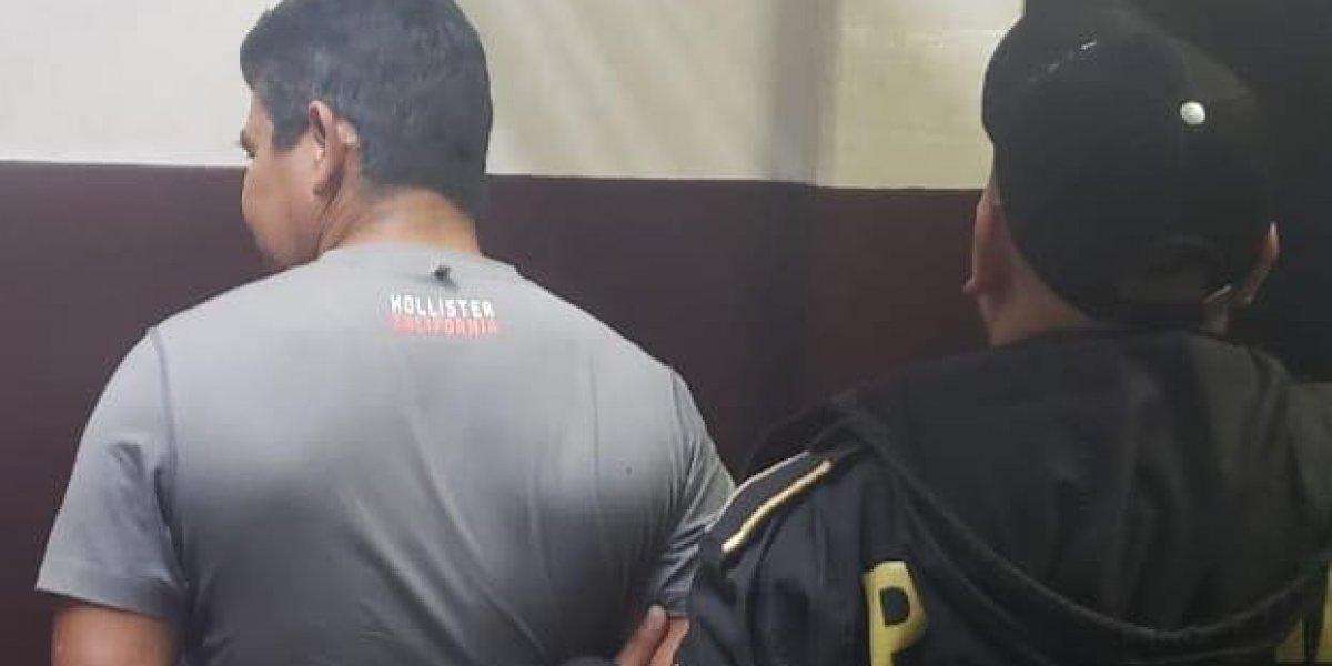 Juez deja en libertad a hijo de diputado capturado por amenazar peatones con arma robada