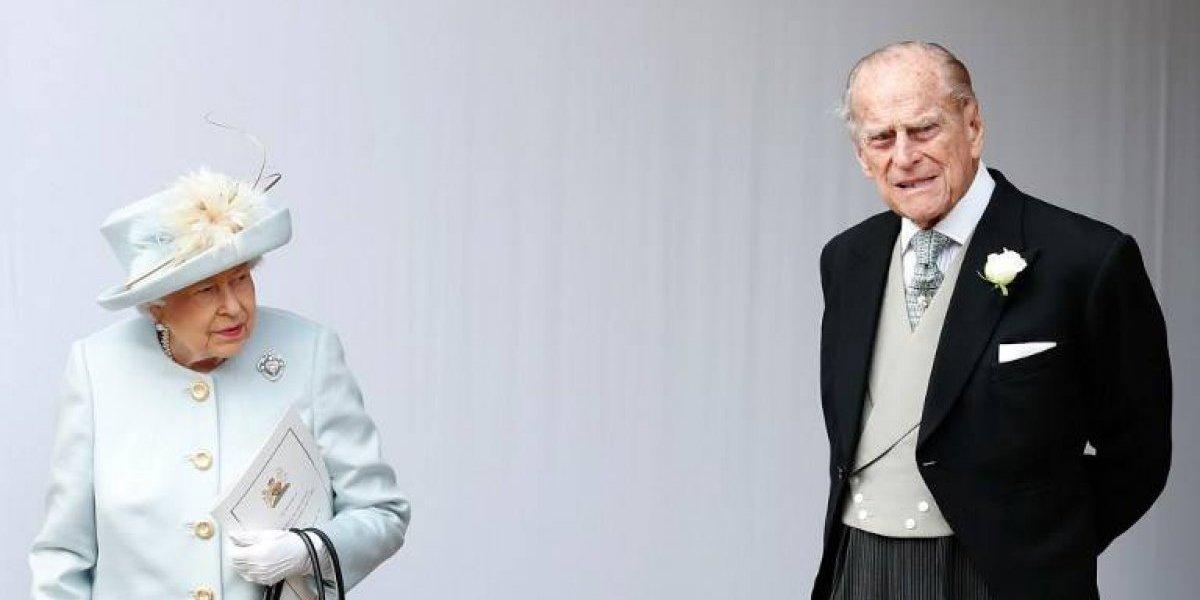 El príncipe Felipe, de 97 años, vuelve a conducir pero sin cinturón de seguridad