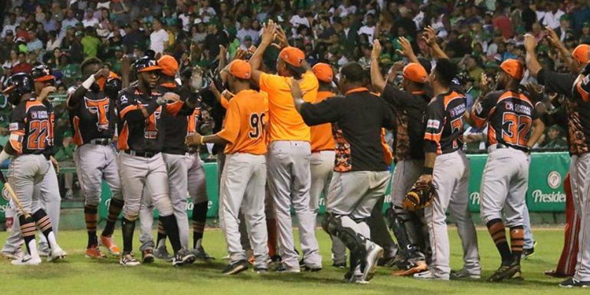Toros logran primera victoria en final del béisbol invernal dominicano