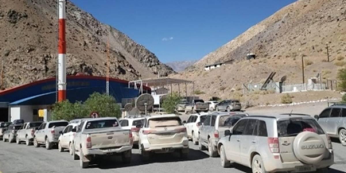 Cierre del paso fronterizo Aguas Negras retiene a turistas argentinos en la zona del sismo