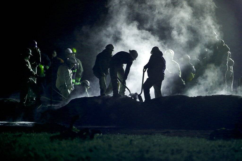 Víctimas de explosión de oleoducto en México