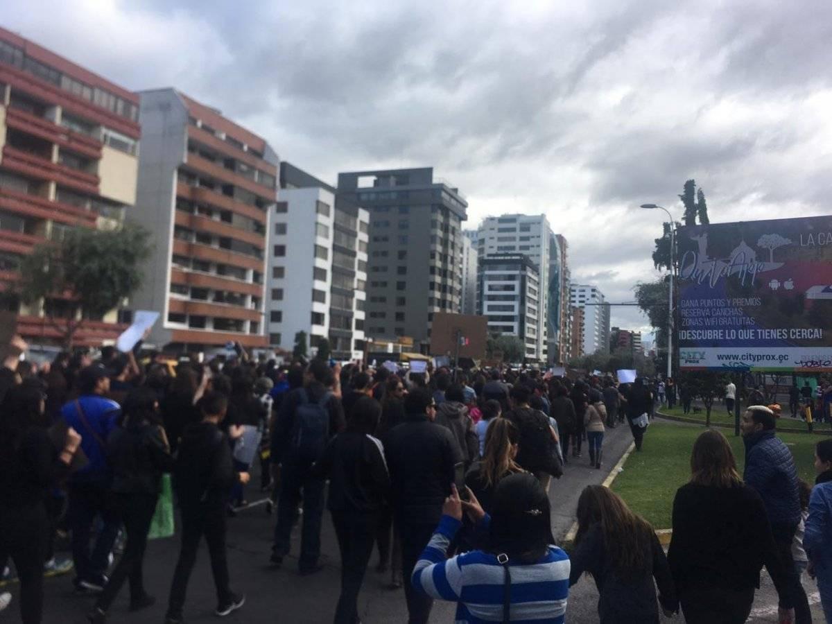 La Tribuna de los Shyris es escenario de plantón #TodosSomosMartha en respuesta a la violación grupal que sufrió Martha (35) en un bar de Quito y el femicidio de Diana (22) este sábado en Ibarra.