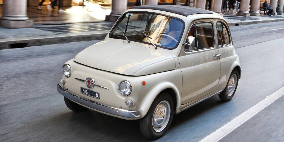 Clásico Fiat 500 en exhibición en el Museo de Arte Moderno de Nueva York