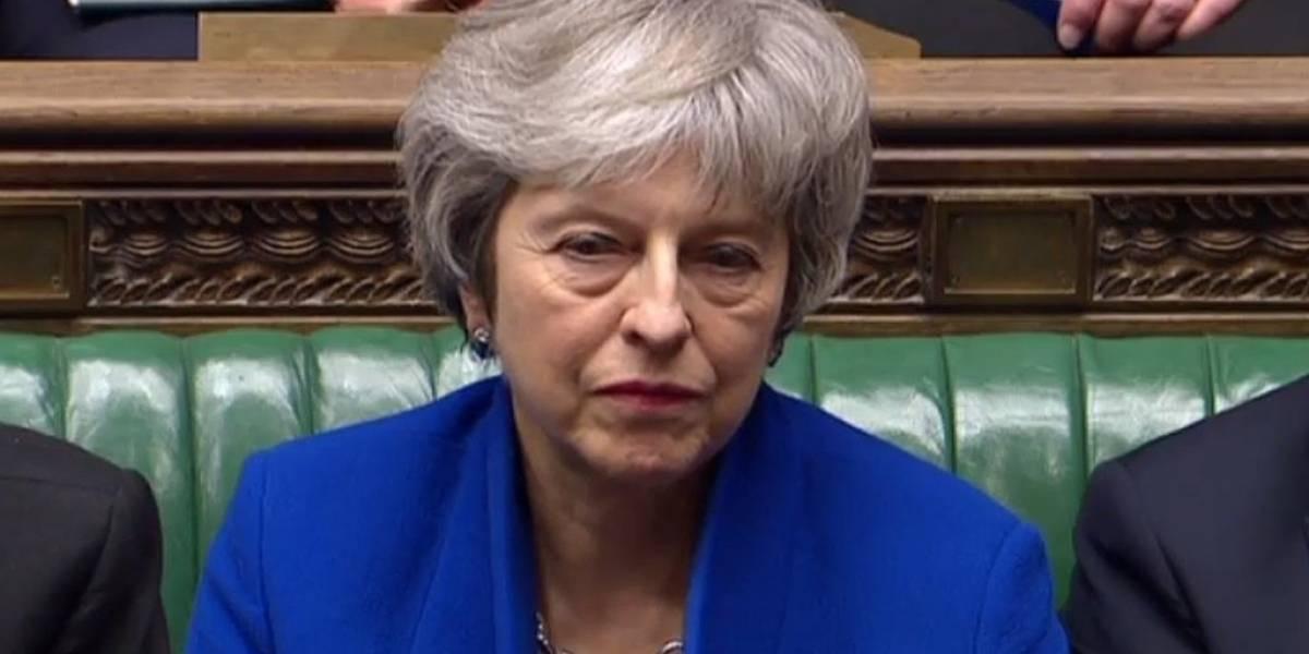 Mesmo sob pressão, Theresa May descarta adiar Brexit