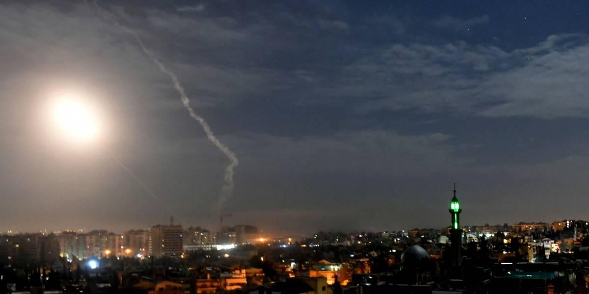 Israel bombardea objetivos iraníes en Siria y ataque deja 11 muertos
