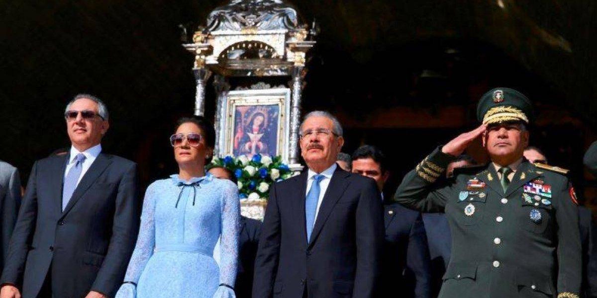 Miles de feligreses, incluyendo a Danilo, acuden a la basílica por Día de la Altagracia