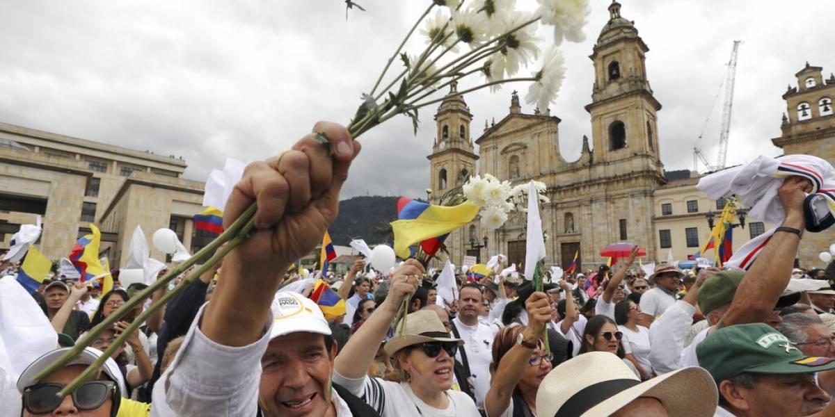 Colombia pide a Cuba que entregue a líderes de guerrilla