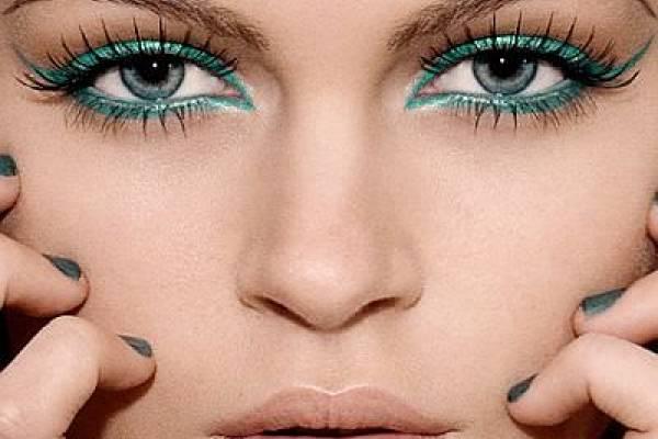 Delineador verde, el color cool para tus ojos