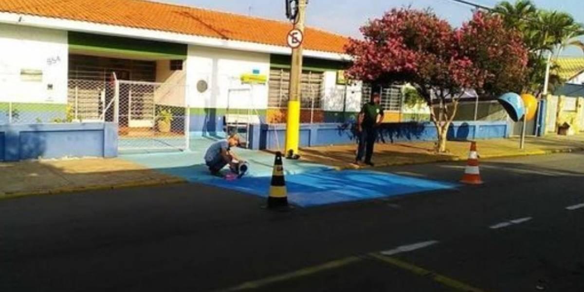 Nem ventilador, nem ar condicionado: prefeitura de Tietê usa tinta azul para combater o calor