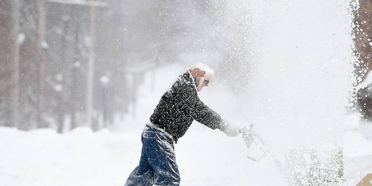 Frío y vientos causan muertes y apagones en EEUU