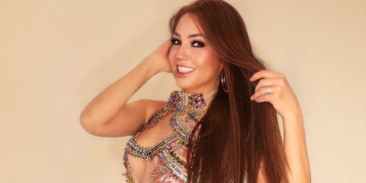 Thalía impacta con sensual traje de baño en la playa