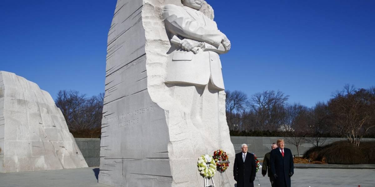 Trump conmemora día de Luther King con visita a monumento