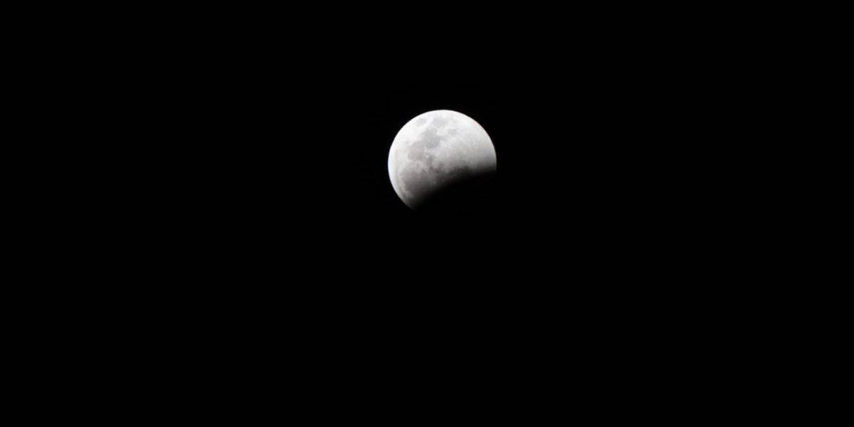 Coincidieron en el cielo eclipse total de luna y Superluna de sangre