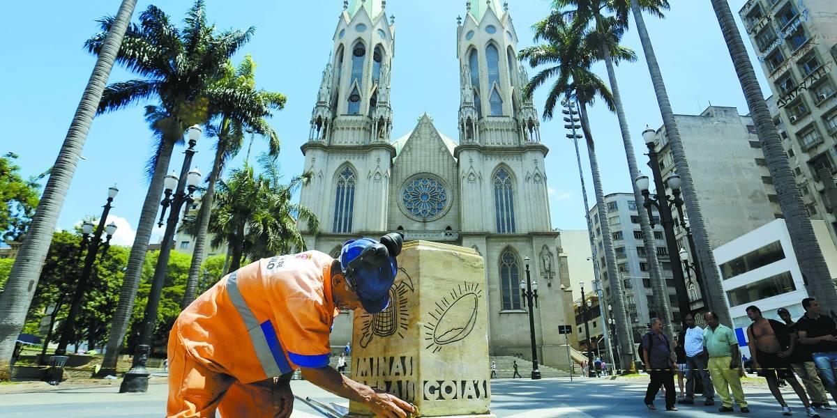 Reparos no Marco Zero de SP terminam até sexta; monumento foi derrubado por caminhão