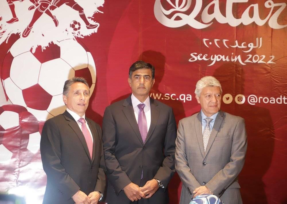 El embajador estuvo acompañado de Manuel Negrete y Jesús Ramírez. / Notimex