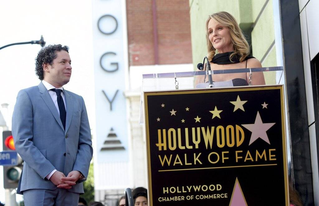Gustavo Dudamel recibe estrella en Hollywood y pide
