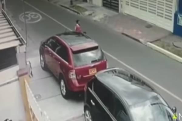 video ladrón espejos