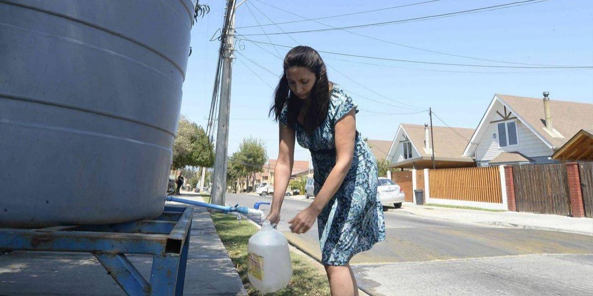 """¡Por presencia de """"sustancia extraña""""! Cortarán el agua en tres comunas de Santiago"""