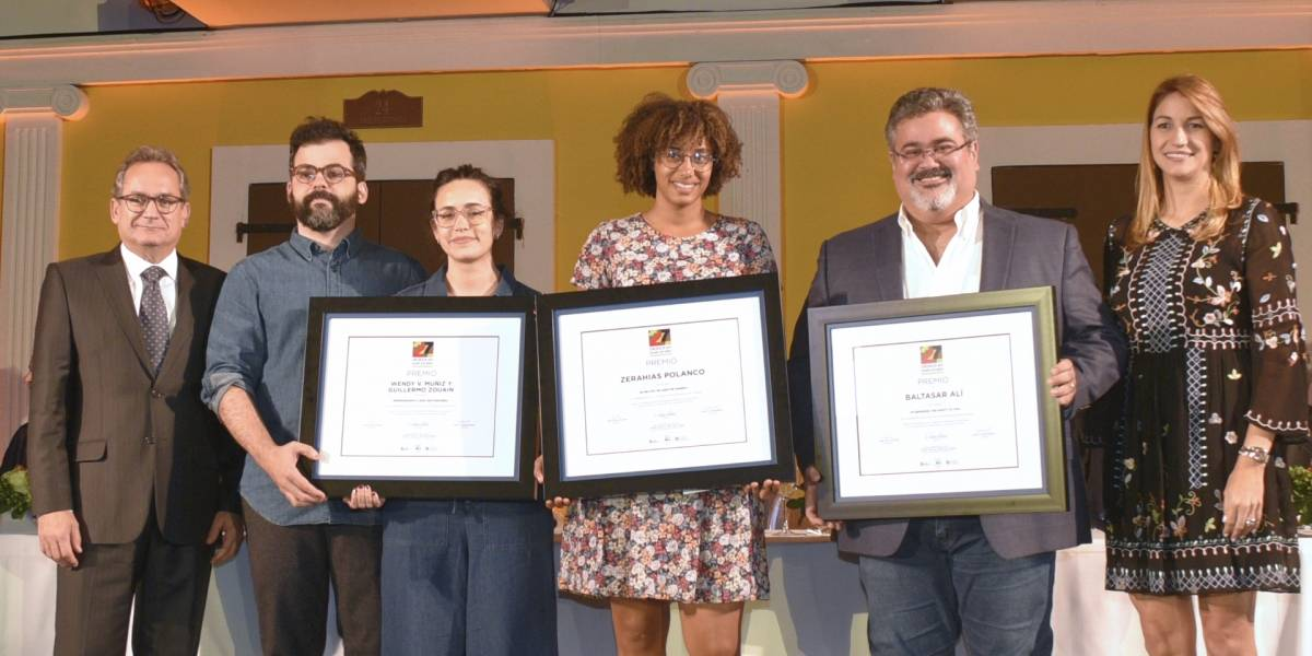 Ganadores concurso de Arte Eduardo León Jimenes reciben sus premios