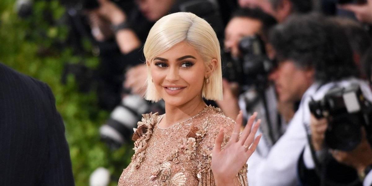 Filtran fotos de Kylie Jenner en transparente vestido mojado y trasluce sus atributos