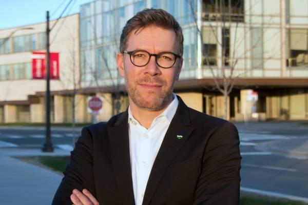 Markus Giesler, profesor asociado de mercadotecnia en la Schulich School of Business, con sede en Canadá, Universidad de York