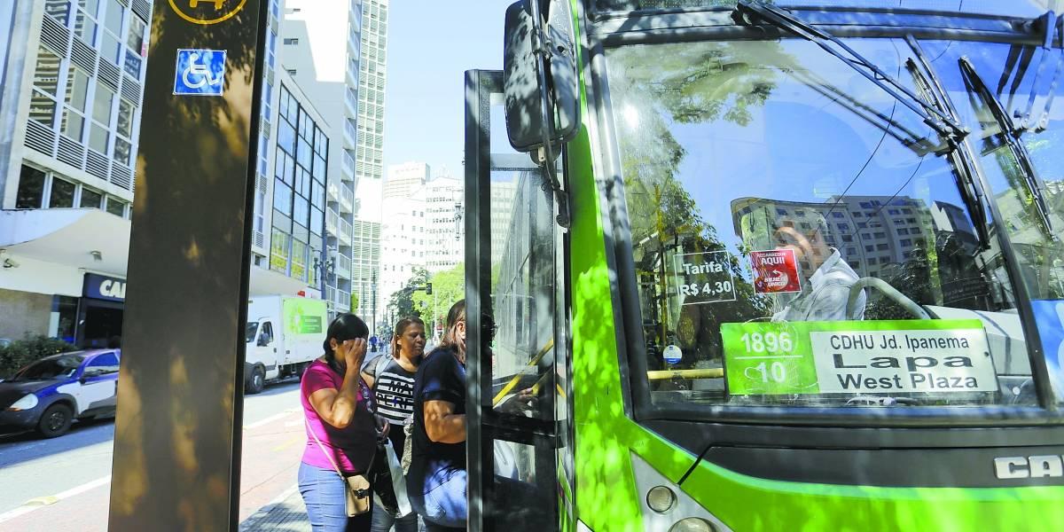 Linhas de ônibus são alteradas no domingo para desfile de blocos em São Paulo