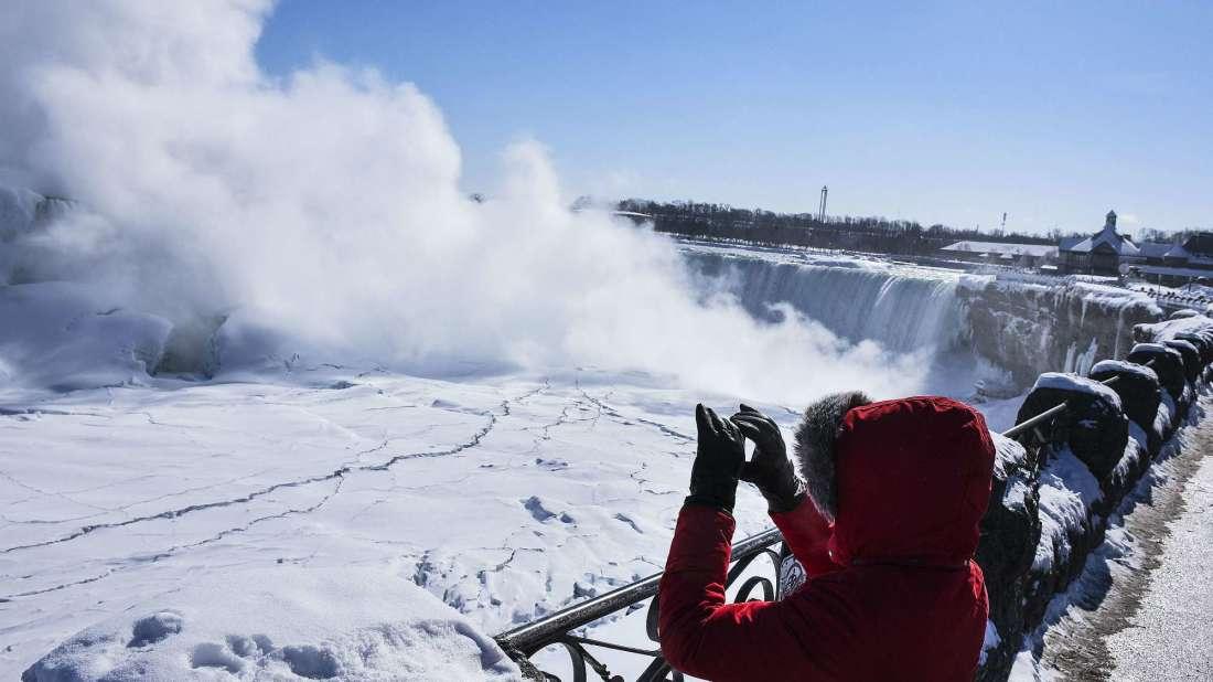 [Video] El frío extremo de Canadá genera una extraña visión en las cataratas del Niágara