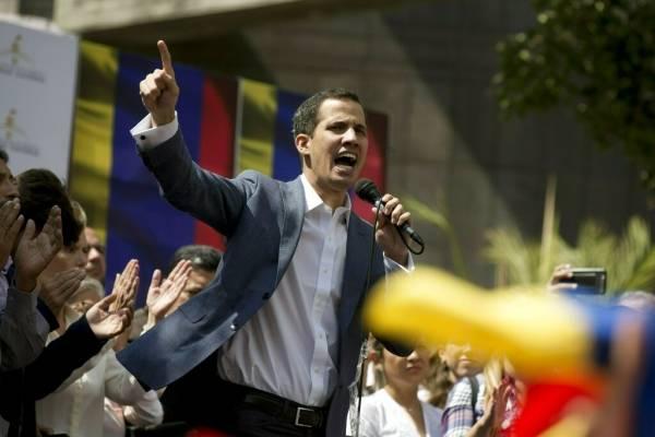 Guaidó desafía a Maduro