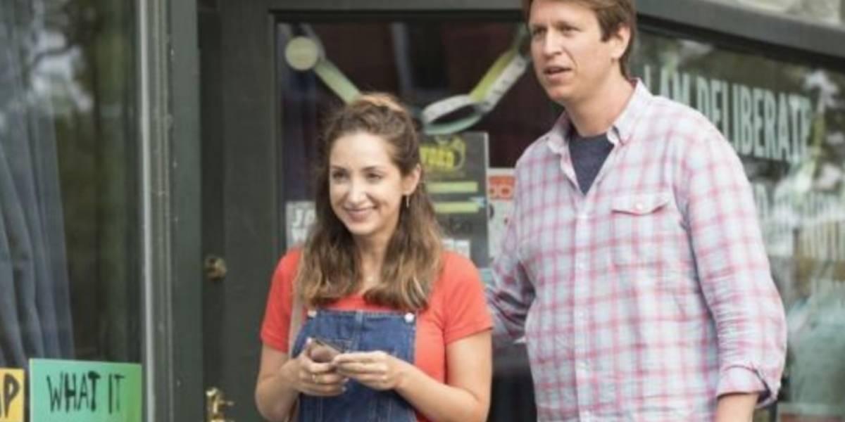 Pete Holmes y Jamie Lee hablan de la tercera temporada de 'Crashing'