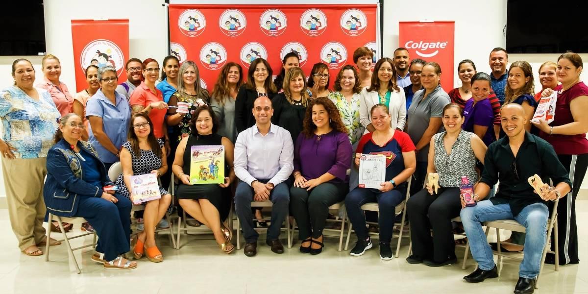 Colgate y Educación firman acuerdo para ofrecer talleres de salud oral a maestros