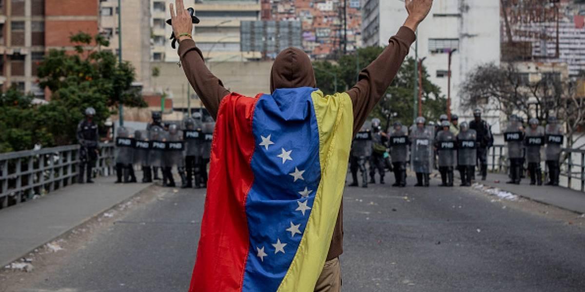 El Gobierno de Estados Unidos evacúa de Venezuela a su personal no esencial