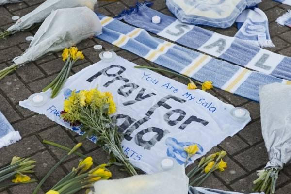 Diversos son los homenajes al futbolista argentino desaparecido/Imagen: Getty Images