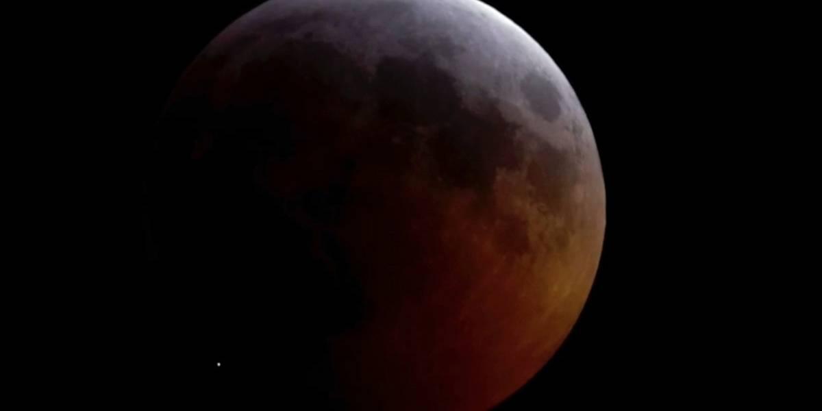 Roca de cometa pudo haberse estrellado contra la Luna durante eclipse