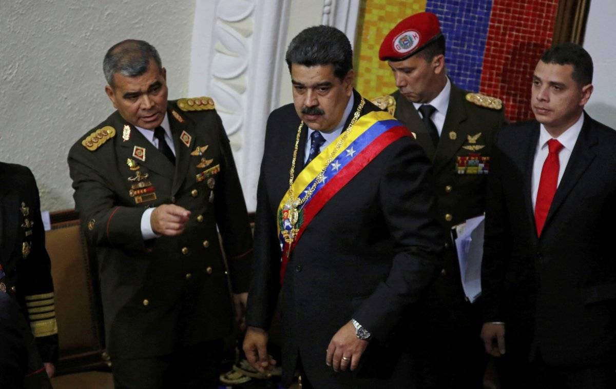 Vladimir Padrino (izquierda) junto a Nicolás Maduro en su ceremonia de investidura, el pasado 10 de enero Foto: AP