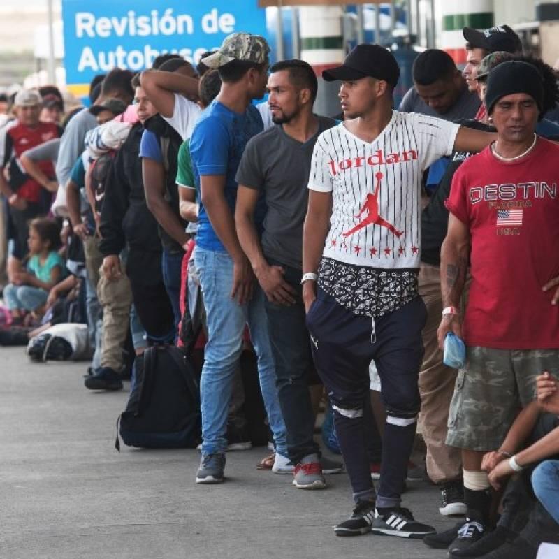 Huyen de estación del INM más de mil migrantes en Chiapas