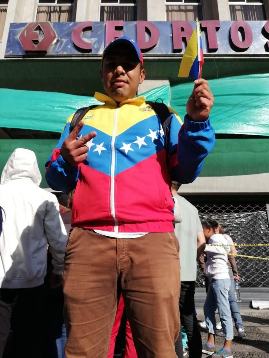 Venezolanos celebran frente a su Embajada en Quito autoproclamación de Guaidó